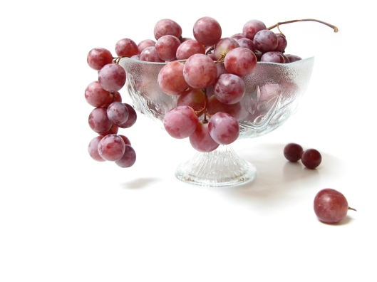 bowl-of-red-grapes