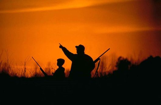 800px-Silhouette_of_father_and_son_hunting_in_the_sunset